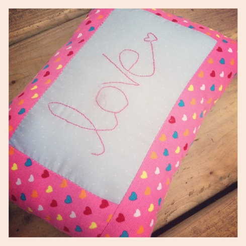 pink love cushion2
